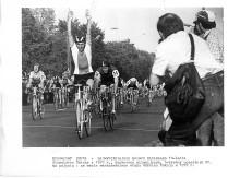 Krzysztof Sujka - Wicemistrz Świata z 1978 r., dwukrotny olimpijczyk, pięciokrotny uczestnik Wyścigu Pokoju. Na zdjęciu: na mecie warszawskiego etapu Wyścigu Pokoju w 1979 r.