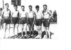 Drużyna siatkówki Klubu Sportowego T.U.R., Łódź 1932 r., od lewej: Borsiak, Kaczmarek, Woliński, Żurawlow, Zatke, Kott