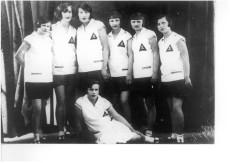 Drużyna siatkówki Robotniczego Klubu Sportowego T.U.R., Łódź 1927 r., nazwiska stojących zawodniczek od lewej: Pietrzak, St. Domagalanka-Zatke, Wolniewicz, Plesiak, Pietrusińska, Góreczna, siedzi: Sobczak