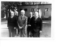 Na zdjęciu od lewej stoją: Walerian Koman - działacz w sekcji strzelectwa sportowego, Henryk Piskorski - instruktor w sekcji, Aleksy Ryczel - opiekun sekcji z ramienia Zarządu, Kazimierz Kołecki - Główny Księgowy, Marian Dąbrowski - kierownik Klubu